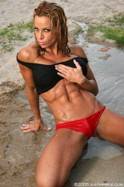 シックスパックがみえる女性の腹筋
