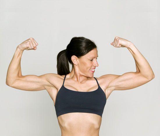女性の上腕二頭筋ハード