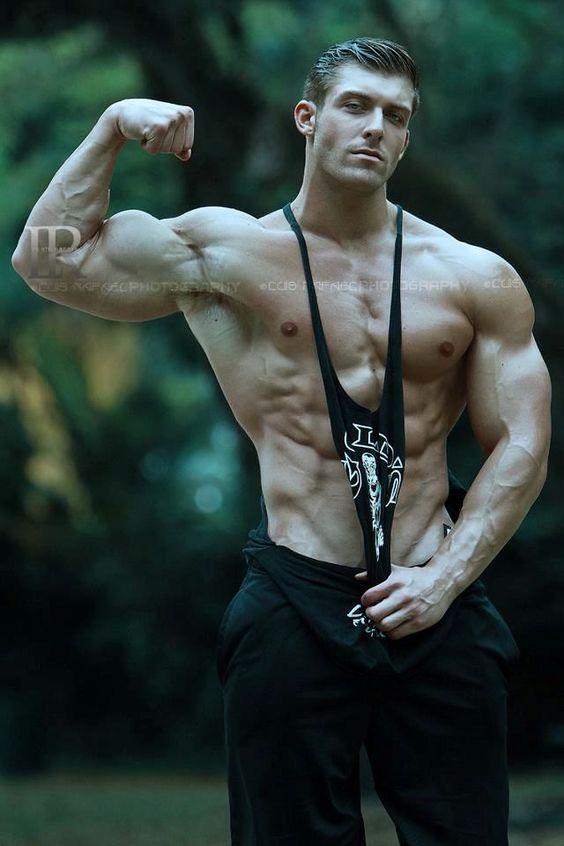 腕が太すぎる!極太な腕を持つ男●選